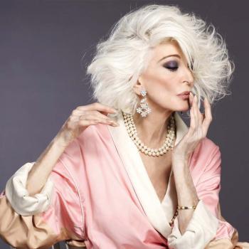 Carmen Dell´Orefic, icono de estilo a los 84 años.