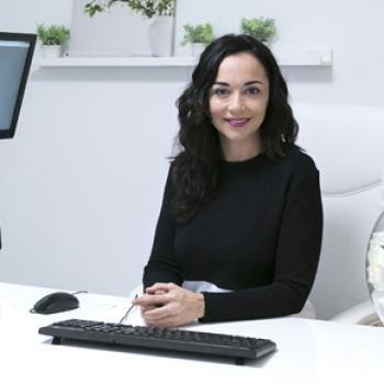 Marta García, esteticista y directora del centro que lleva su nombre, en Oviedo.